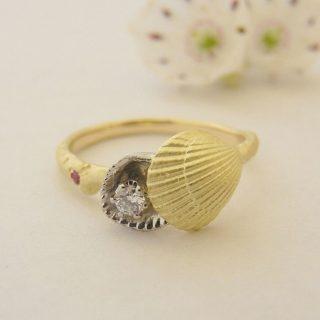 世界にひとつだけ。貝殻で作ったO様のマリンテイストリング